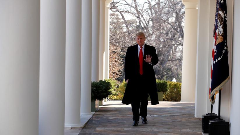 """Los internautas se burlan de Trump después de que los resultados """"mentirosos"""" de su examen médico indicaran que es más alto que Obama"""