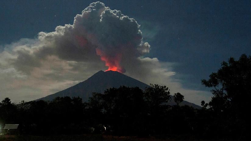 Imágenes satelitales muestran que dos peligrosos volcanes de Indonesia están conectados y mezclan su magma