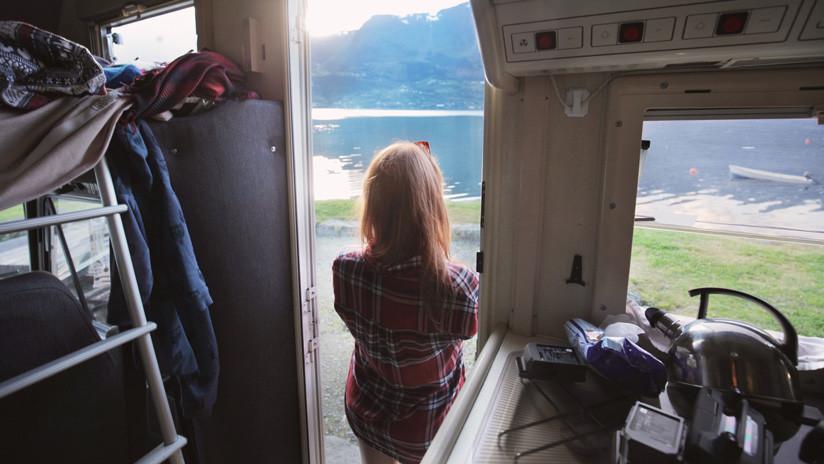 VIDEOS: Destroza la caravana de su esposo por celos y este jura sobre la Biblia no haberla engañado con prostitutas