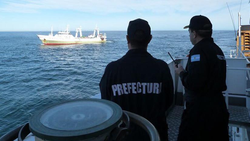 Un barco chino impacta contra un pesquero español y se hunde en la costa argentina