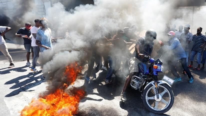 """EE.UU. aconseja a sus ciudadanos no viajar a Haití y huir """"de manera segura"""" a los que están allí"""
