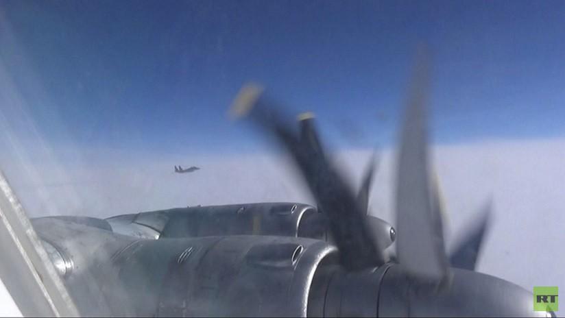 VIDEO: Aviones de combate japoneses acompañan a dos bombarderos estratégicos rusos Tu-95MS en el Pacífico