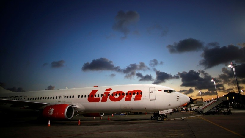 Videos desde la cabina del Boeing indonesio que se salió de la pista durante una fuerte tormenta