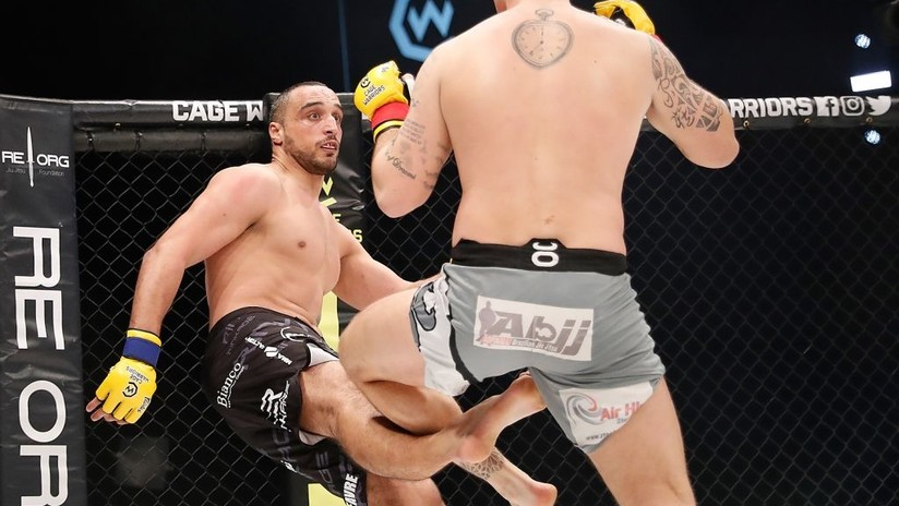 Un luchador de artes marciales mixtas se rompe la pierna al golpear la del rival
