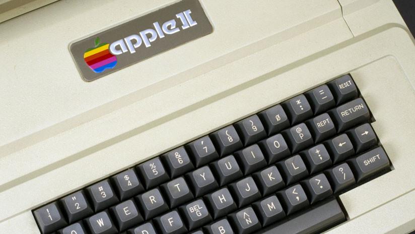 FOTOS: Halla en el ático de sus padres una computadora Apple de más de 30 años totalmente funcional