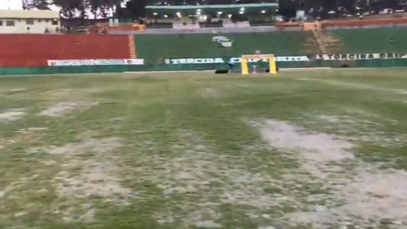 Brasil: Una lluvia torrencial inunda en segundos un estadio colmado de espectadores (VIDEOS)