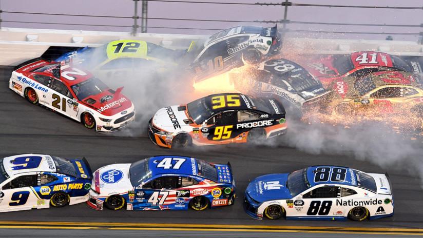 VIDEO: Un piloto provoca un accidente de más de 20 autos durante las 500 millas de Daytona