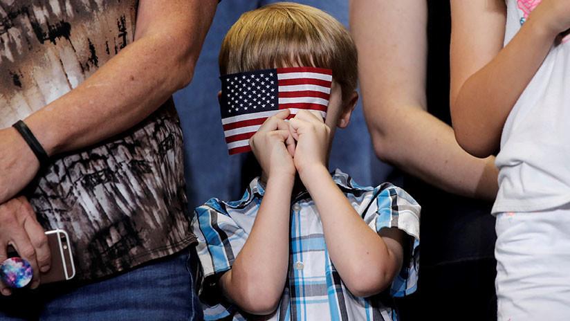 Detienen a un estudiante de once años después de negarse a honrar la bandera en EE.UU.