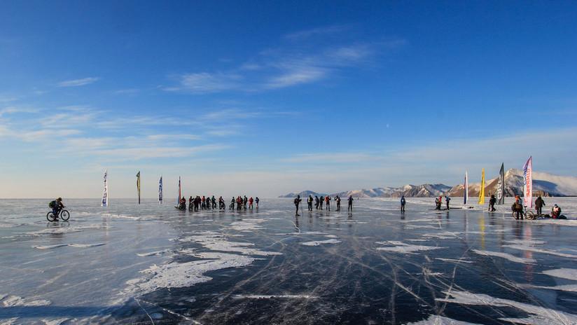 200 km en menos de 8 horas: Patinador ruso marca récord en el maratón del Baikal (VIDEO)