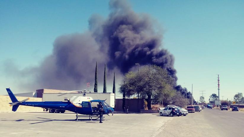 VIDEO: Camión de combustible choca con un tren y deja dos muertos en México
