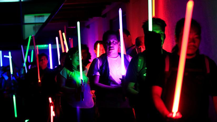 VIDEOS: Francia reconoce los duelos con sables de luz como deporte competitivo