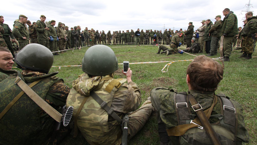 Rusia prohíbe a sus militares en servicio usar teléfonos inteligentes