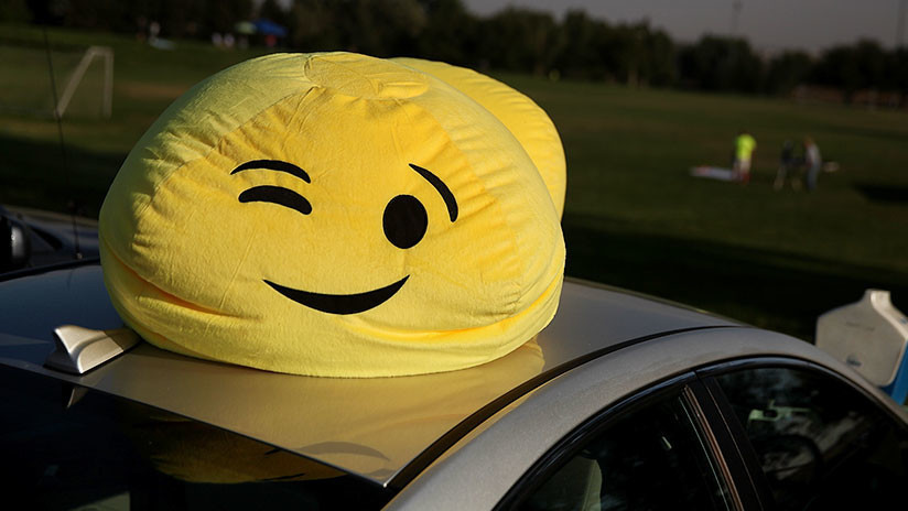 Los emoticonos saltan a la carretera: Conductores australianos ahora pueden agregarlos a sus placas