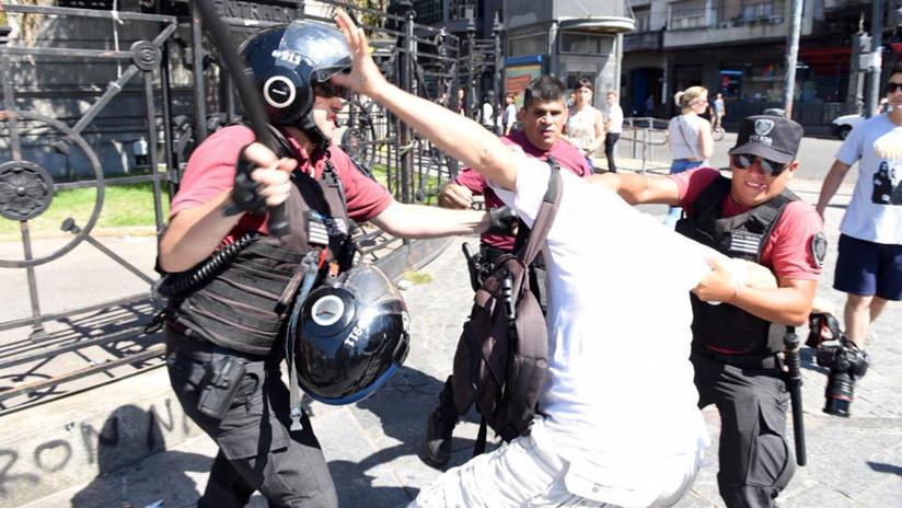 Reprimen protesta de cooperativistas en Buenos Aires y se llevan detenidos trabajadores de prensa
