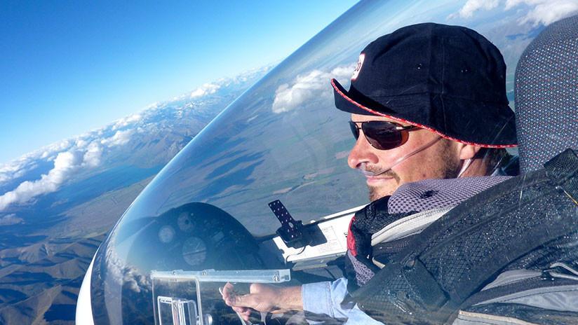 """FOTO: Un piloto 'dibuja' en el aire la frase """"estoy aburrido"""" y figuras alegóricas a 'cierta parte' de la anatomía masculina"""