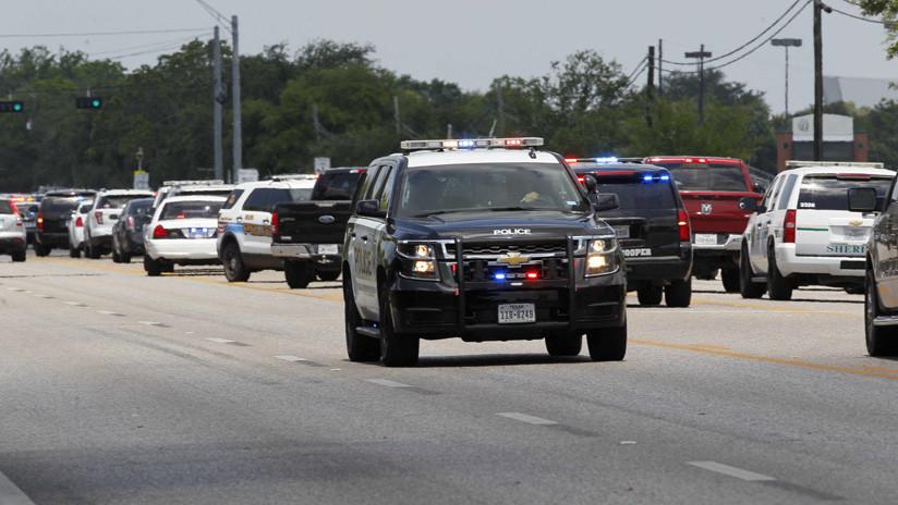 VIDEO: Una furgoneta 'marea' a un coche de Policía
