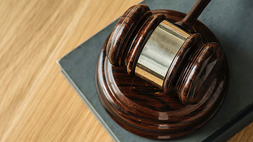 Un fiscal escenifica un juicio durante meses para pedirle la mano a su novia (VIDEO)