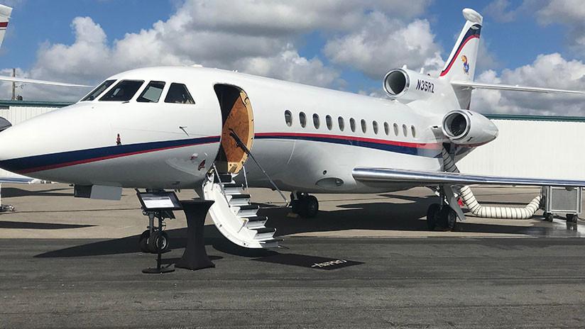 VIDEO: Un avión sobrecargado con dinero en bolsas no puede despegar y colapsa en la pista