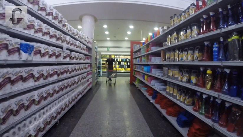Un periodista de EE.UU. visita un hipermercado de Caracas y no halla estantes vacíos (VIDEO)