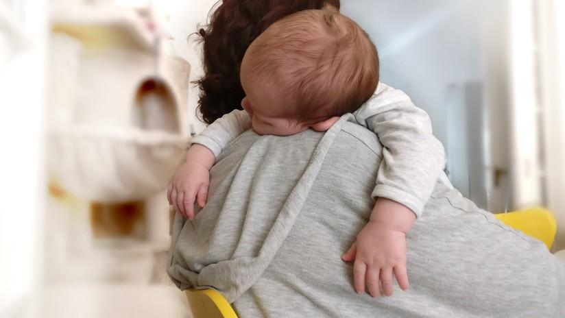 """""""No podía amarla"""": Arrestan a mujer turca que inyectaba lejía y cortaba con cuchillas a su bebé"""