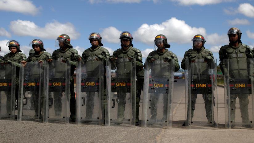 Venezuela ordena el despliegue militar en la frontera con Colombia tras cerrarla
