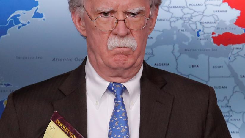 """Bolton amenaza a Venezuela y su Ejército con más sanciones por impedir paso de """"ayuda humanitaria"""""""