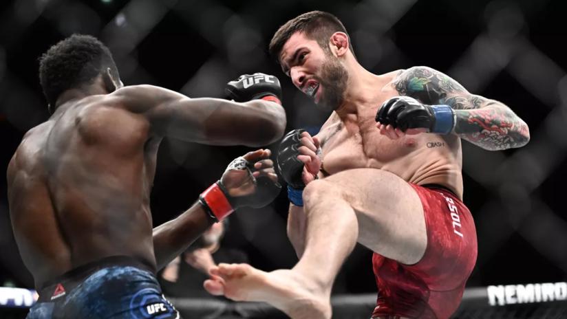 VIDEO: Luchador de la UFC gana combate con un golpe tan fuerte que el protector bucal de su rival salió volando