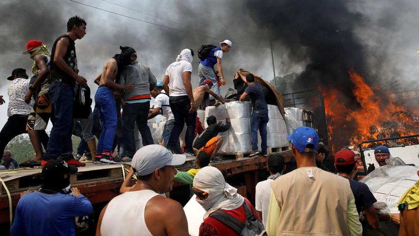 """VIDEO: Opositores venezolanos lanzan cócteles molotov hacia el camión con """"ayuda humanitaria"""" de EE.UU."""