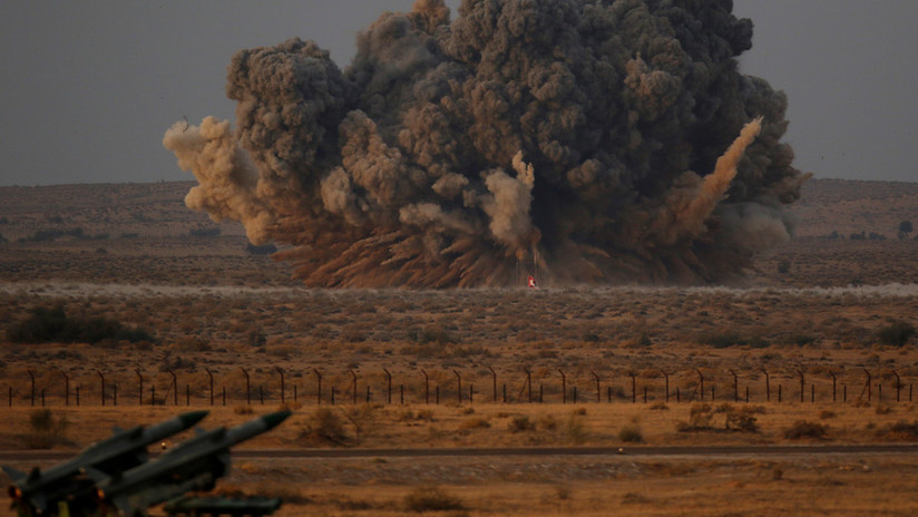 """""""Si atacamos con una bomba, responderán con veinte"""": Exlíderes de la India y Pakistán descartan una posible guerra nuclear entre sus países"""