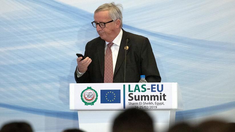 """""""Sospechosa habitual"""": el presidente de la Comisión Europea responde a una llamada en pleno discurso (VIDEO)"""