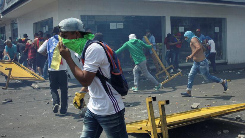 La Fiscalía venezolana imputará a ocho personas por la quema de un autobús cerca de la frontera con Colombia