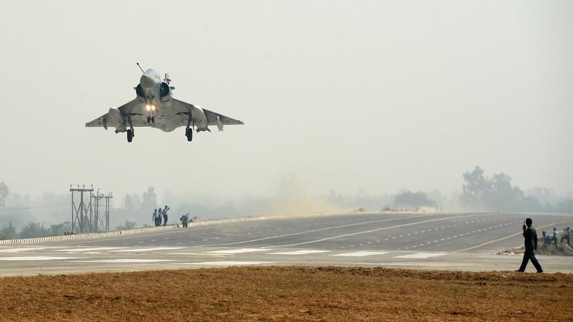 """India bombardea territorio pakistaní afirmando que el ataque aéreo se dirigió a los """"campamentos terroristas"""""""