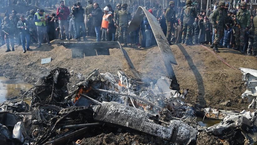 VIDEO, FOTOS: Un helicóptero de la Fuerza Aérea India se estrella en Cachemira y deja tres muertos