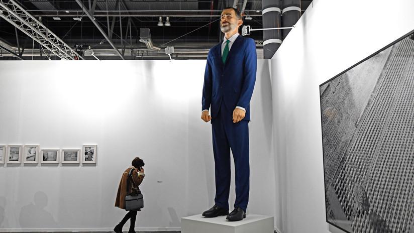 A la venta en una feria de arte una escultura del rey Felipe VI que deberá ser quemada por quien la adquiera