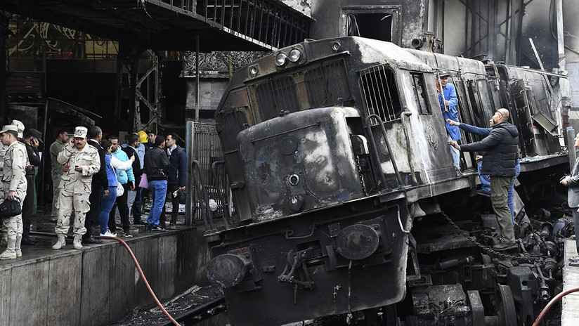 Al menos 28 muertos y 50 heridos al incendiarse un tren en Egipto (FOTOS, VIDEOS)