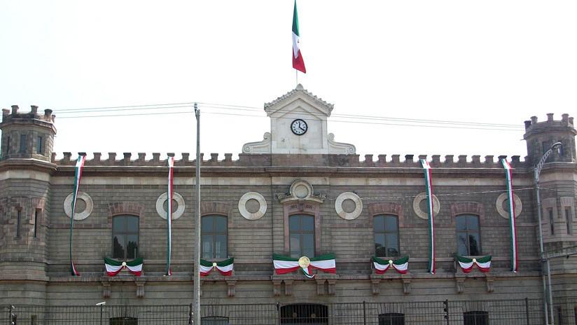 López Obrador firma un decreto para abrir los archivos secretos de políticos