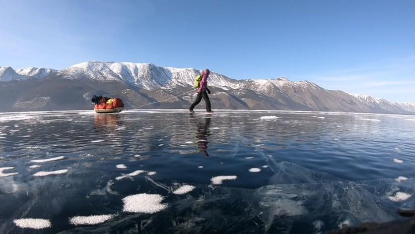 VIDEO: Una aventurera sueca recorre 700 kilómetros sobre el lago Baikal en quince días