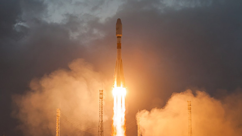 VIDEO: Un cohete Soyuz lanza a la órbita seis primeros satélites para revolucionar Internet
