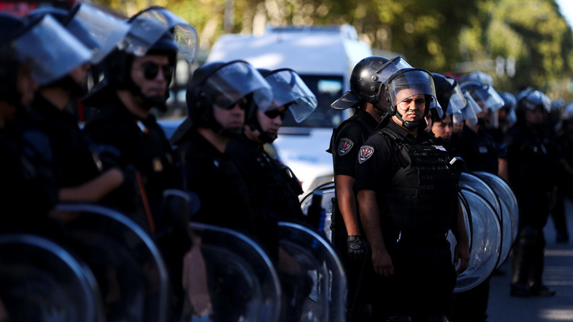 La Policía argentina reprime a trabajadores de Coca-Cola que reclamaban por sus puestos de trabajo