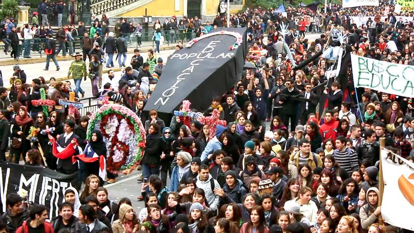 'Ya no basta con marchar': el documental sobre la reinvención de la protesta social en Chile