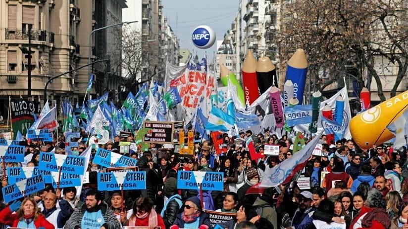 Los docentes de Argentina anuncian un paro de 72 horas y no comenzarán las clases en todo el país