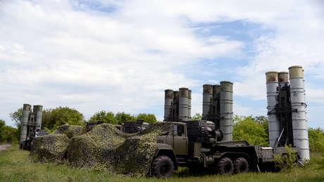 Sistemas de lanzamiento S-300 Favorit durante unas maniobras en Rusia