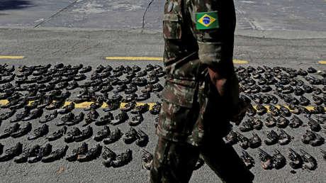 Armas confiscadas a grupos criminales son destruidas en Río de Janeiro, Brasil, 20 de junio de 2018.
