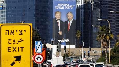 Un cartel electoral de Benjamín Netanyahu en una carretera de Tel Aviv, Israel, el 3 de febrero de 2019.