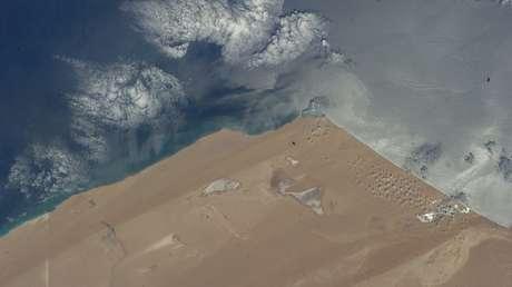 Una vista aérea muestra el desierto del Sahara Occidental, el 23 de mayo de 2014.