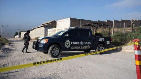 Policías federales montan guardia cerca de una propiedad en Tijuana, México, el 17 de agosto de 2017.
