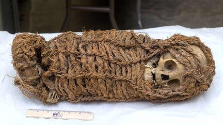 Momia infante peruana de 2.000 años de antigüedad.