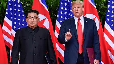 Donald Trump y Kim Jong-un en la isla de Sentosa, Singapur.