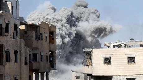 Un ataque aéreo de las fuerzas de la coalición contra posiciones de los terroristas en Siria, 2017