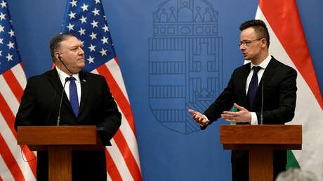 El secretario de Estado de EE.UU., Mike Pompeo, y el ministro de Exteriores de Hungría, Peter Szijjarto.